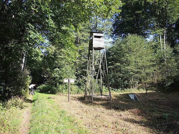 Ambona myśliwska na terenie użytku ekologicznego