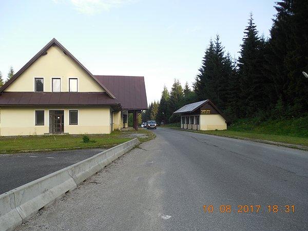 Opuszczona infrastruktura przejścia granicznego na przełęczy Glinka