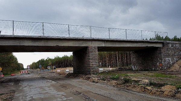 Remontowany wiaduk w okolicy Strumian
