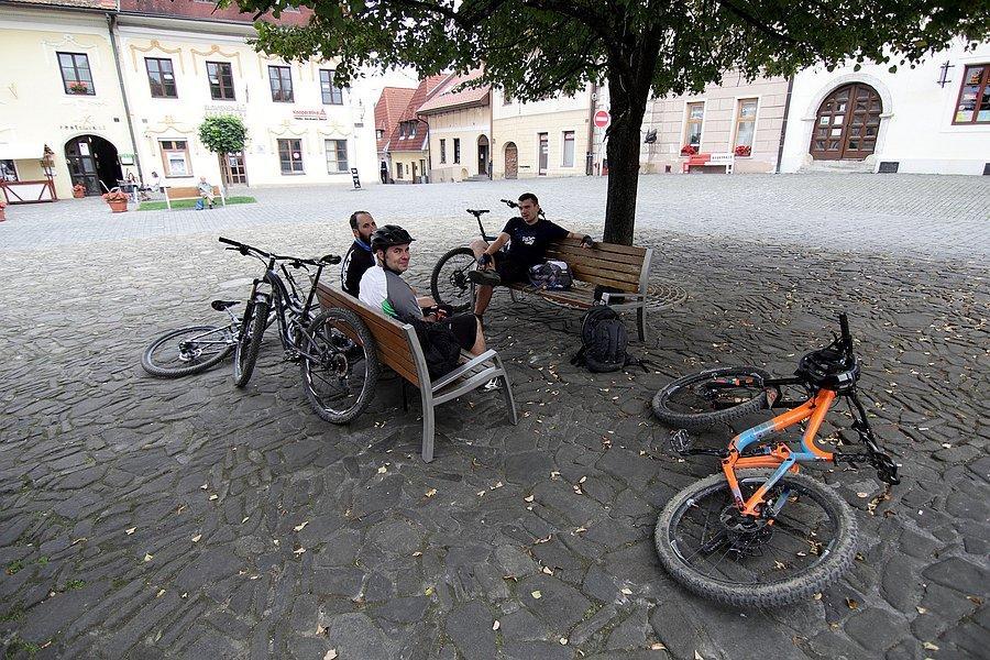 Ławeczka rowerowych kloszardów